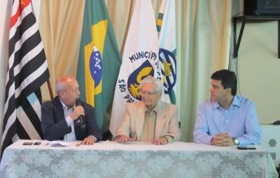 O presidente da Sanasa, Arly de Lara Romeo, em sua palestra no CCLA (Fotos José Pedro Martins)