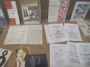 Vários dos documentos reunidos na exposição